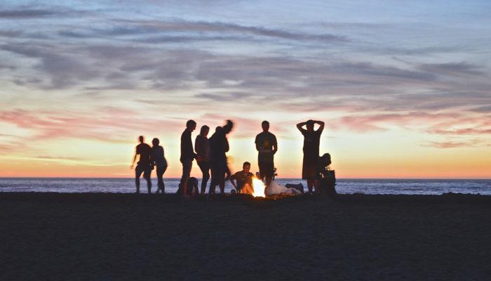 party na pláži kamaráti usa