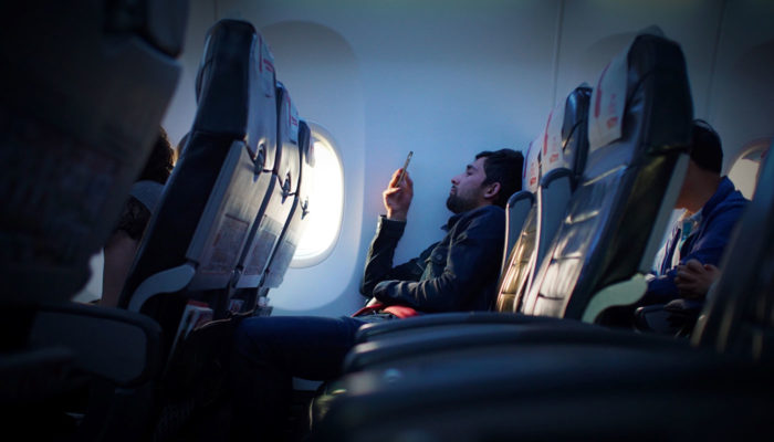 cestujuci v lietadle