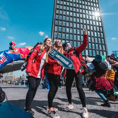 Zvládneš precestovať Európu za Red Bull plechovky?